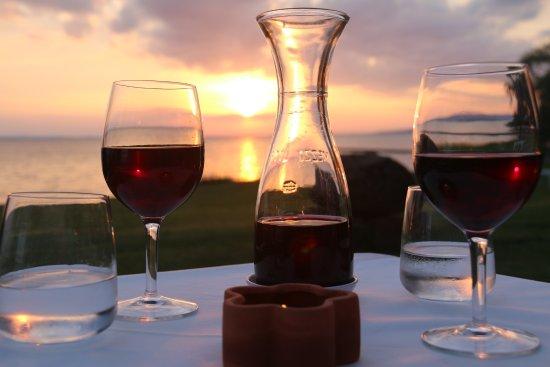 Zero7cinque Lago: Enjoying a glass of wine during a beautiful sunset over Lago Trasimeno