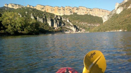 Sobron, สเปน: Embalse de Sobrón desde un kayak