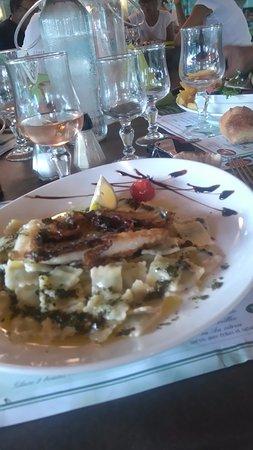 Fontanil-Cornillon, France: Poisson du jour : le Saint-Pierre avec en accompagnement des ravioles : Excellent