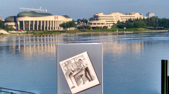 Het park van het museum opent mooie uitzicht op de stad Ottawa :-)