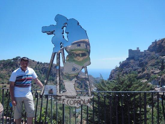 """Savoca, Italy: У """"памятника"""" Ф. Коппола"""