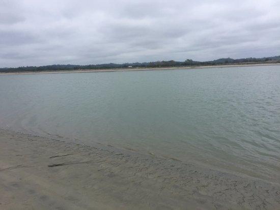 Mompiche, Ecuador: Playa tranquila y con poco oleaje