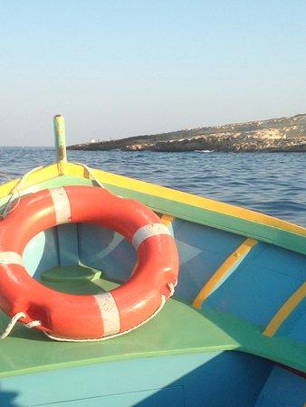 Bateau de pêcheur faisant la navette depuis le port de Marsaxlokk