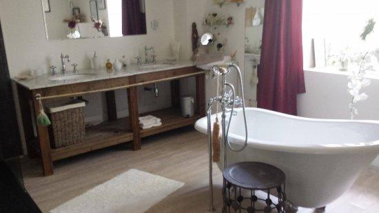 Castex, Frankrig: Intérieur d'une salle de bain d'une des suites.