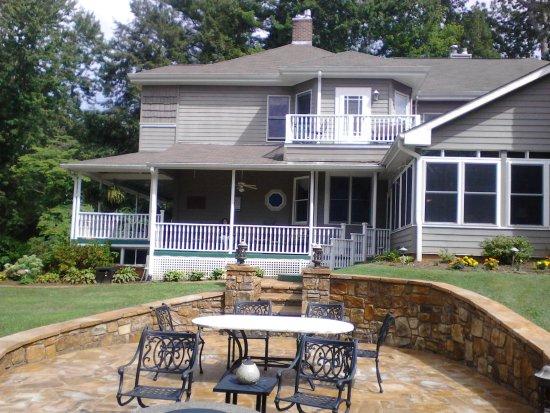 Waynesville, Carolina del Norte: Wrap around porch for relaxing