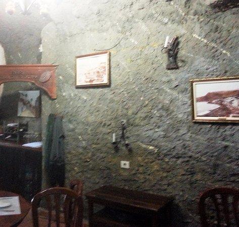 Artenara, Spain: Часть ресторана находится прямо в скале