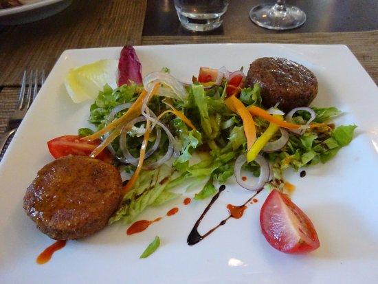 Questembert, France: Chèvre chaud pané