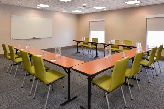 Holiday Inn Express & Suites Parkersburg - Mineral Wells: Meeting Room