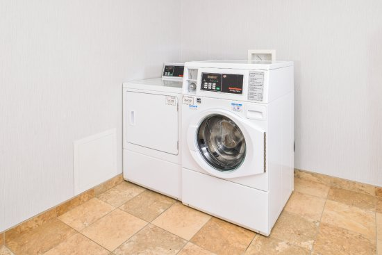 Holiday Inn Express & Suites Parkersburg - Mineral Wells: Guest Laundry