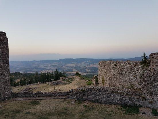 Radicofani, Italien: 20170818_200937_large.jpg
