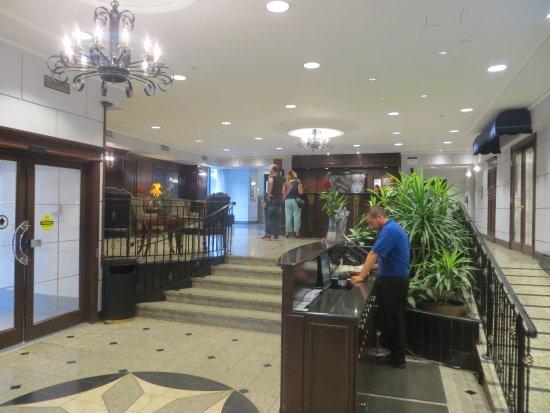 Best Western Ville Marie Montreal Hotel Suites Photo