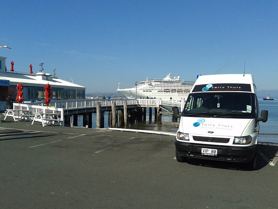 Whakatane, Yeni Zelanda: Terry Tours at the Port