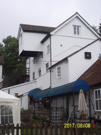 Little Hallingbury, UK: Another side of the hotel