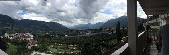 Residence Hirzer: Ottimo Residence poco distante dal centro di Tirolo con un bellissimo affaccio verso la vallata