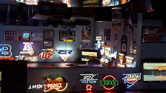 Blaine, WA: Inside game room and bar