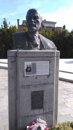 Cavriago, Italy: La statua in piazza Lenin