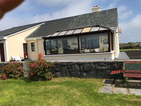Carna, Ireland: The dining room facing the sea