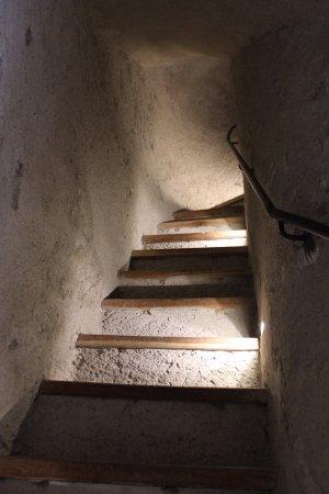 Ossana, Italia: Scalinate originali per salire lungo la torre