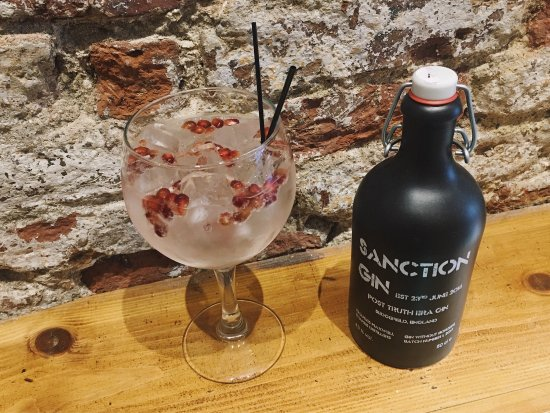 Yarm, UK: We 💚Gin ..... each one we have served as the distiller would want .... Sanction with pomegranat