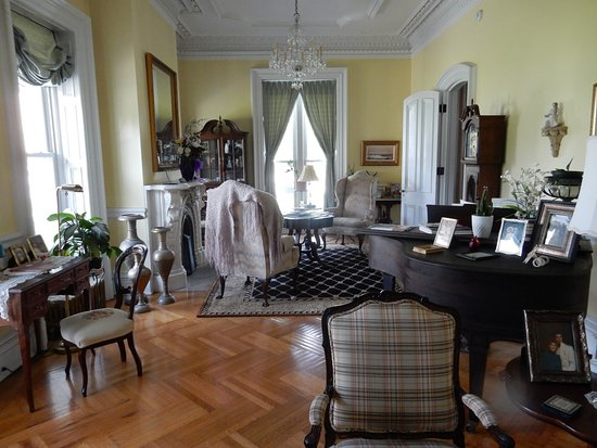 Fair Haven, Βερμόντ: Sitting Room with Piano