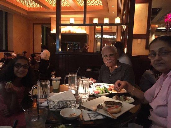 Short Hills, NJ: Dining at bar area