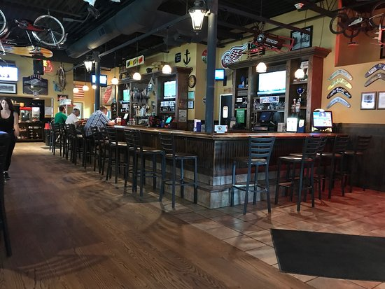 Highland, MI: Bar area
