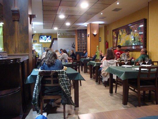 Navia, Spain: Inside restaurant