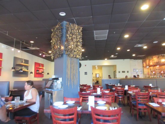 Silver Spring, MD: Dinning area with bar in the back