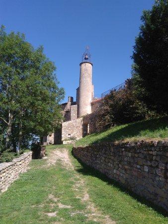 Château en surplomb de Champeix