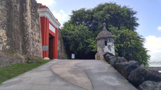 Puerta de San Juan: The gate from a distance