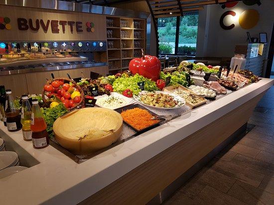 Heillecourt, France : Jolie buffet !