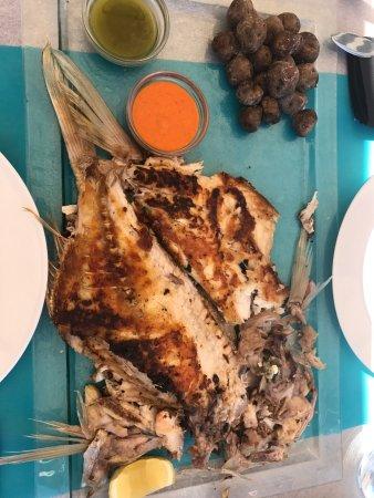 Guimar, Spanien: Especialidad de la casa: pescado fresco a la espalda
