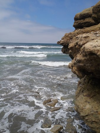 Del Mar, Kalifornia: Interesting rock formations (north side of beach)