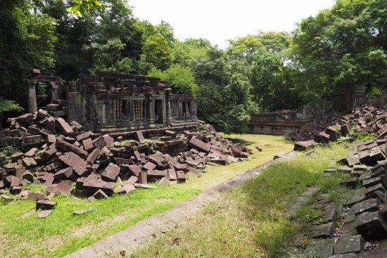 Провинция Сием Рип, Камбоджа: 崩れたままの遺跡