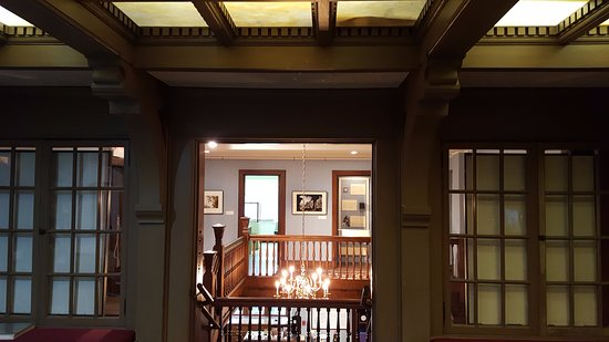 Mason City, IA: library to stairwell