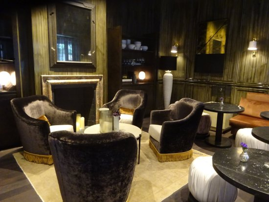 The Talbott Hotel: Seating Area in Hotel