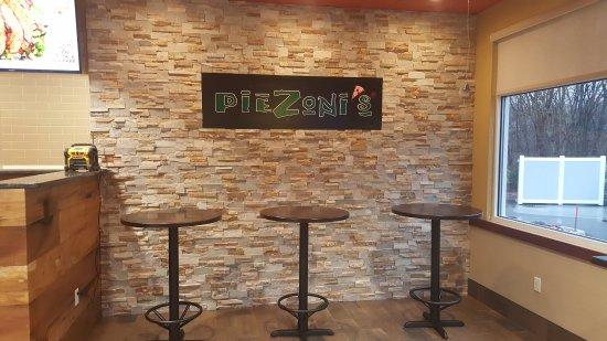 สมิทฟิลด์, โรดไอแลนด์: Piezoni's