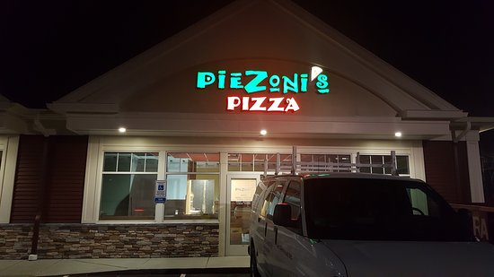 Smithfield, RI: Piezoni's