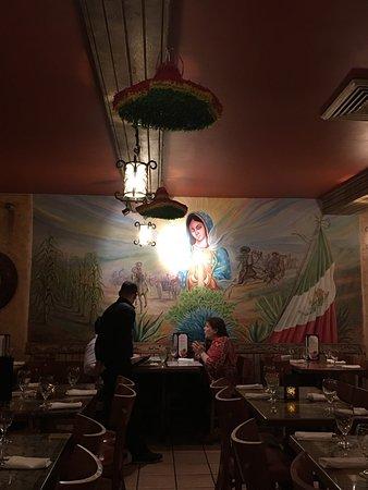 Cancun Restaurant : Beautiful mural on the main wall