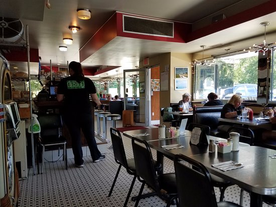 Bob's Diner: bright and cheerful