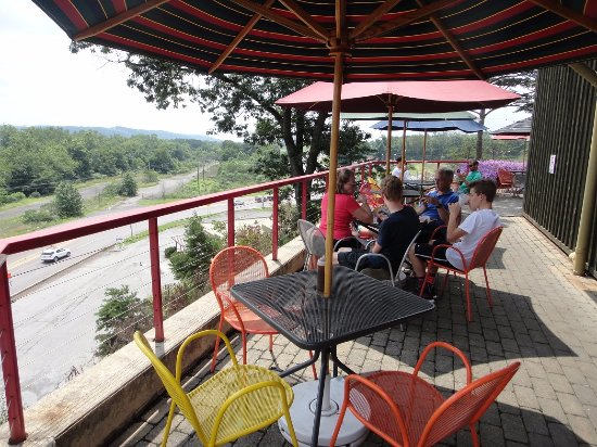 Shamokin Dam, Pensilvania: the outside patio