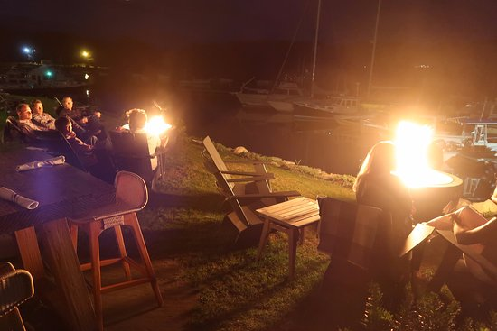 Γιάρμουθ, Μέιν: Fire pits provide chilly- evening warmth outdoors