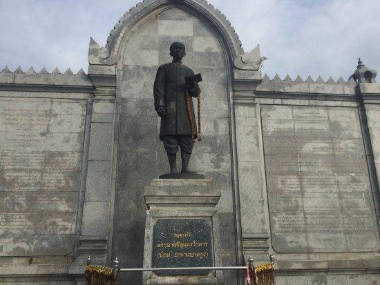 Phraya Srisunthornwohan Monument