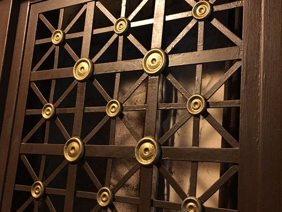 Hotel St. Michel: Original hotel elevator