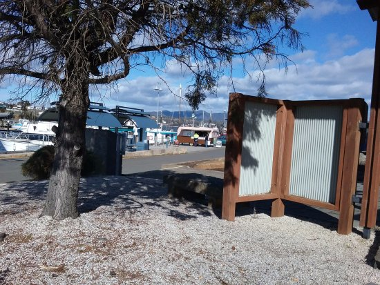 Triabunna, Αυστραλία: Looking from info centre to coffee van