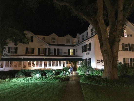 Huntting Inn : photo1.jpg