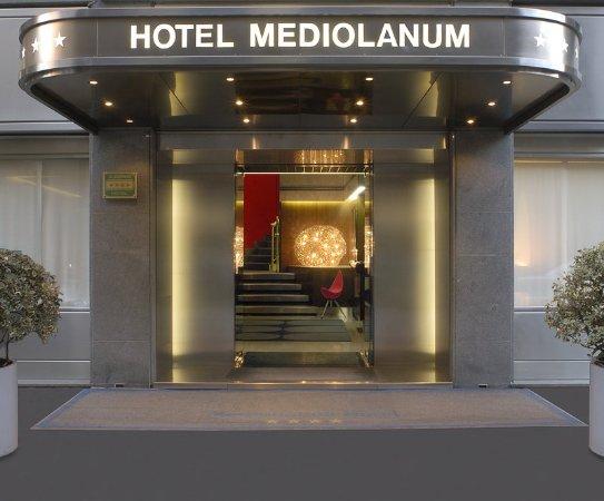 Hotel Mediolanum Milan: Hotel Entrance at Hotel Mediolanum