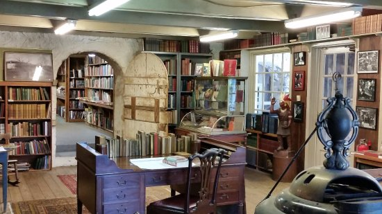 Baldwin's Book Barn: Quite a charming place