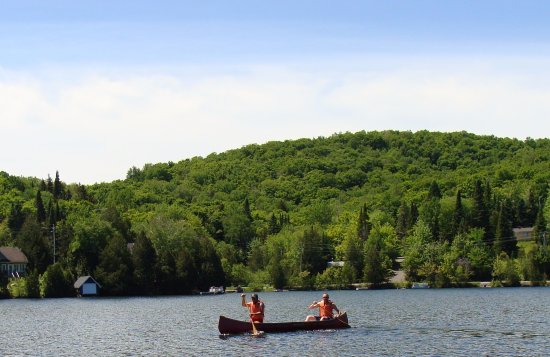 Saint-Adolphe-d'Howard, Canada: Enjoy canoeing, kayaking or pedal boating in Lac Vigt Sous located at our doorstep.