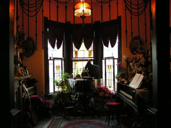 Bonham, TX: Music Room in the Carleton House B & B with musicians on hand to play a variety of instruments.